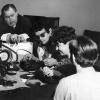 Kamera-Übung Grundkurs 1966, Film einlegen.