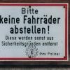 Die Berliner Polizei bittet.